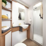 Discovery D4-4 Washroom